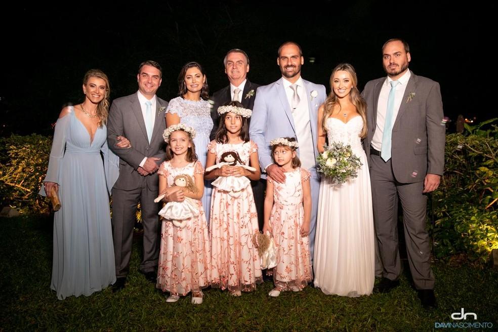 Família Bolsonaro em casamento de Eduardo e Heloísa no Rio — Foto: Divulgação/Davi Nascimento