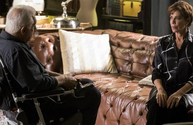 Na segunda-feira (18), Vera (Angela Vieira) convidará Alberto (Antonio Fagundes) para sair (Foto: TV Globo)