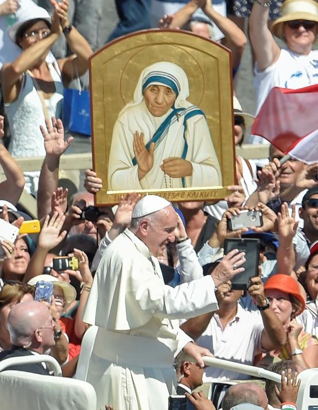 Resultado de imagem para Madre Teresa de Calcutá é canonizada pelo papa Francisco em missa no Vaticano