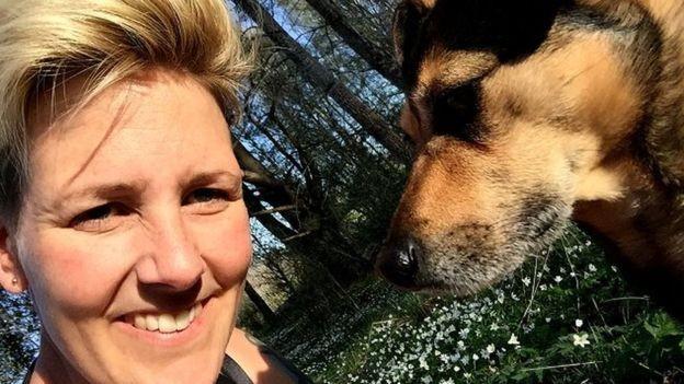 A pesquisadora Lina Roth, da Universidade Linkoping, estuda a relação entre cães e seus donos (Foto: LINA ROTH)