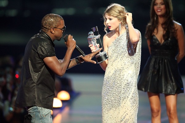 Kanye West e Taylor Swift em 2009 (Foto: Getty Images)