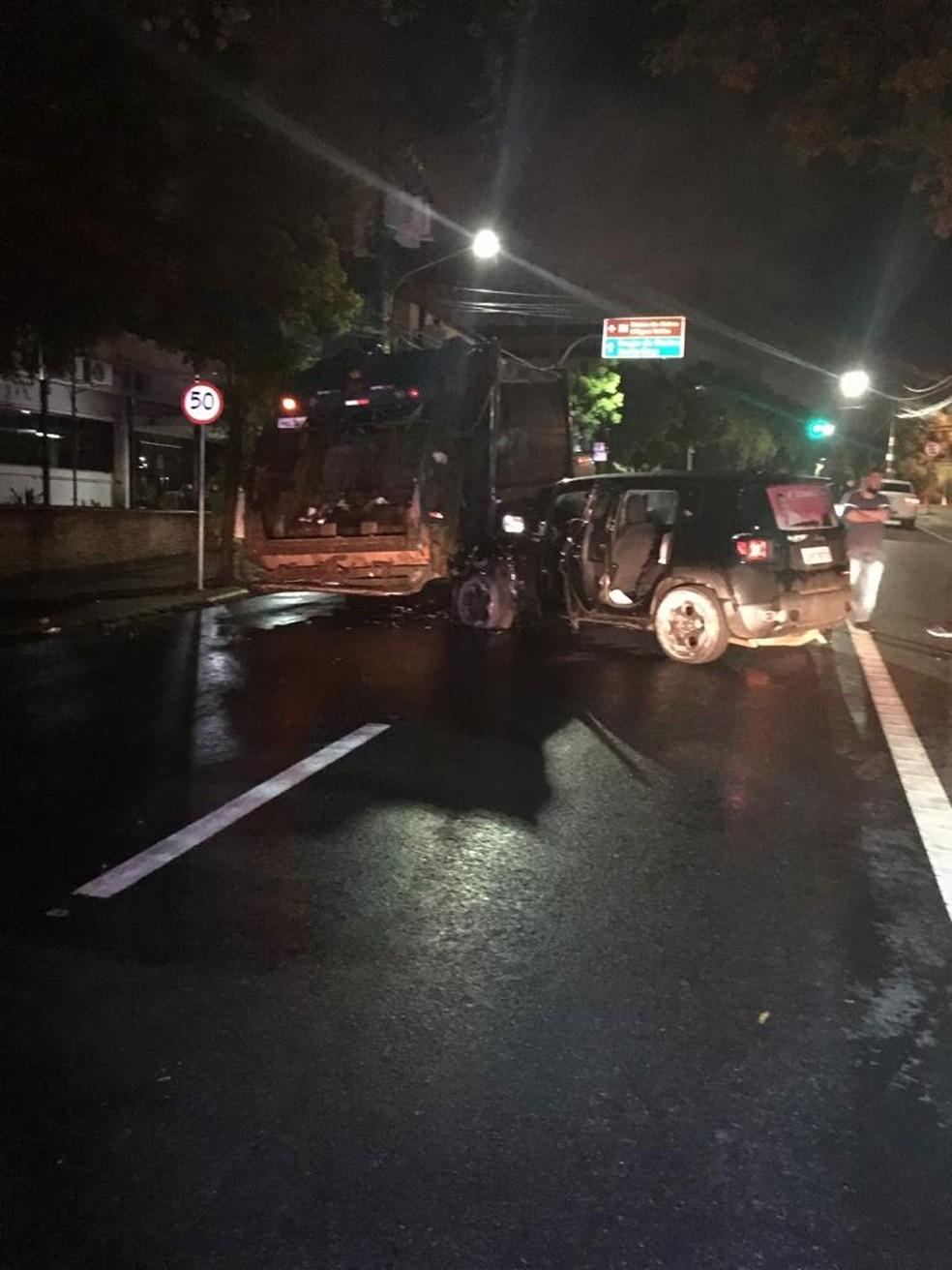 Acidente na Avenida Getúlio Vargas, em Cuiabá, deixou gari ferido — Foto: Polícia Civil-MT/Assessoria