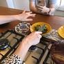 Foto: (Apresentadora Rita Lobo faz transmissões ao vivo na internet, com receitas e dicas para quem quer aprender a cozinhar na quarentena / Reprodução/Instagram/Rita Lobo)