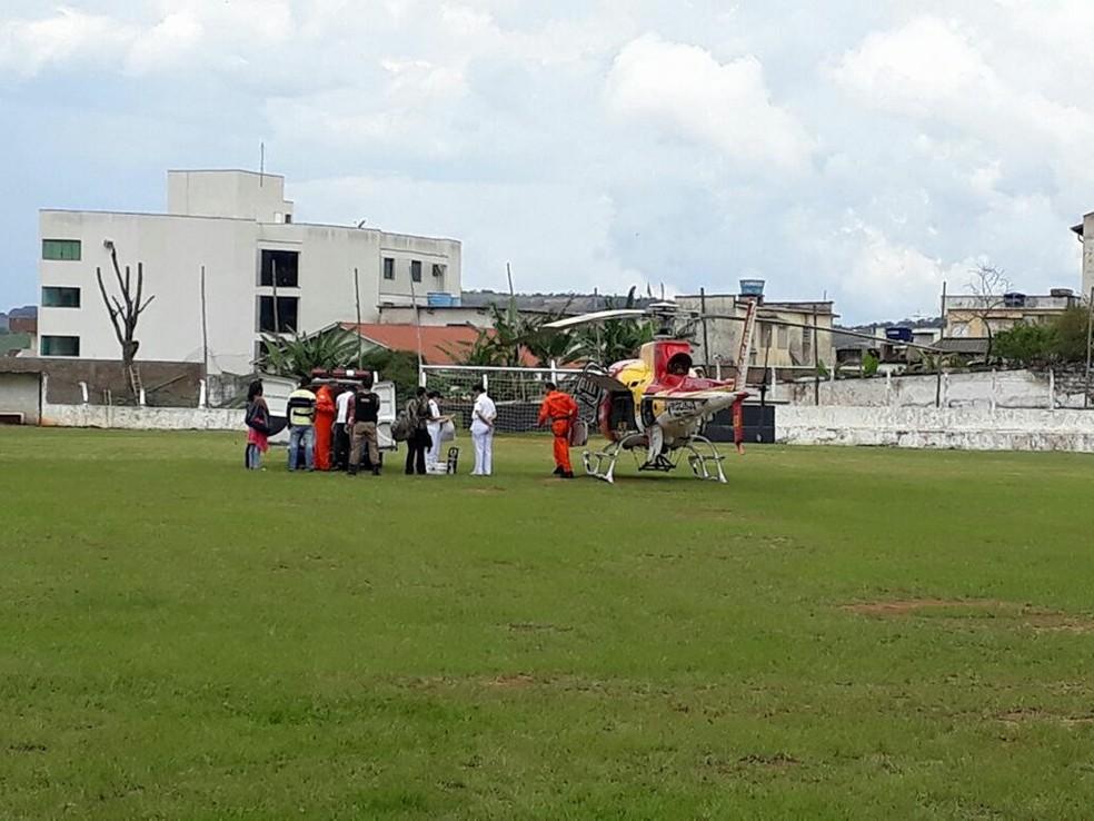 -  Policial baleado no Distrito Morro do Ferro, em Oliveira, foi transferido para hospital em Belo Horizonte  Foto: Thiago Carvalho/G1