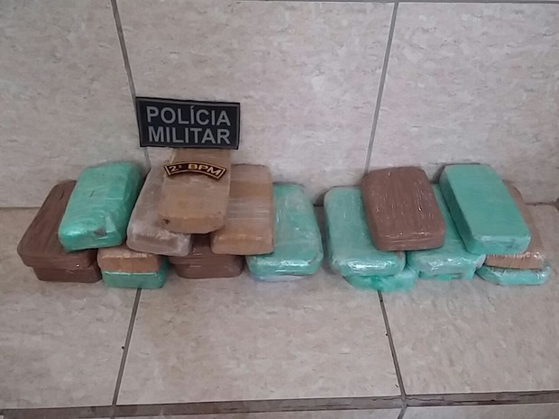 Casal foi apreendido em Presidente Médici com 20 kg de pasta base para cocaína (Foto: Luiz Fernando/Secom 2BPM)