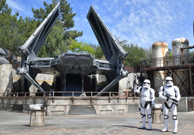 A bem guardada Estrela da Morte é uma das atrações do parque: Galaxy's Edge (Foto: Amy Sussman/Getty Images)
