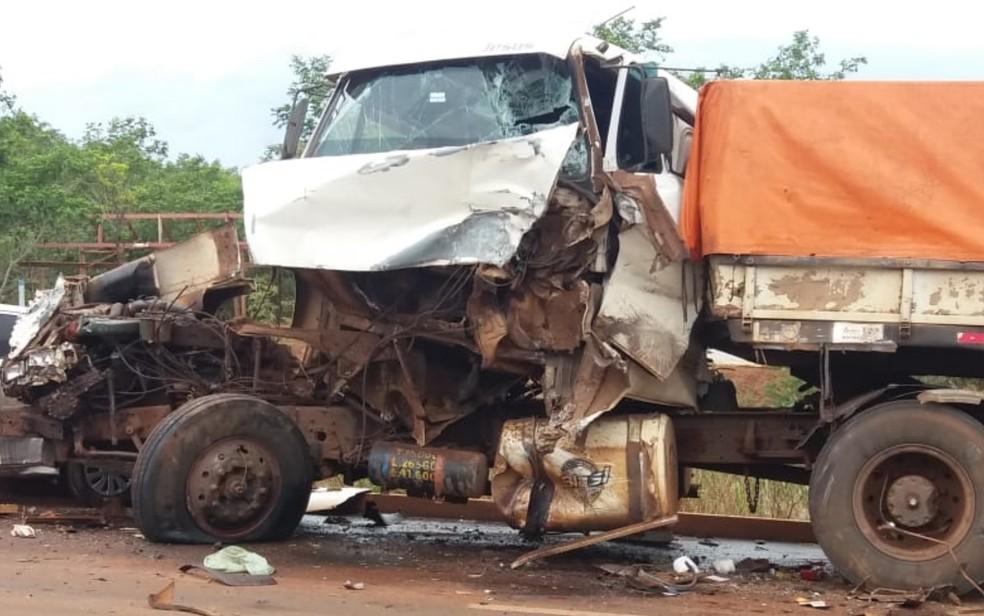 Caminhão após acidente na GO-174, em Rio Verde, Goiás — Foto: Reprodução/TV Anhanguera