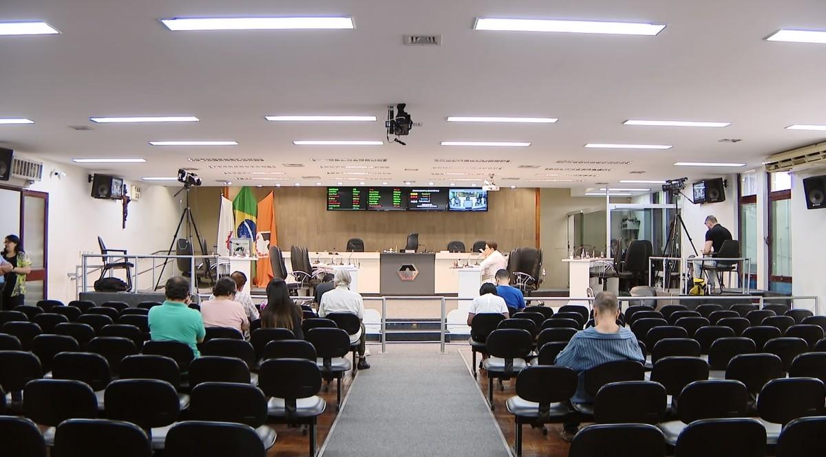 Vereadores deverão justificar número de faltas nas reuniões de 2017 da Câmara de Divinópolis