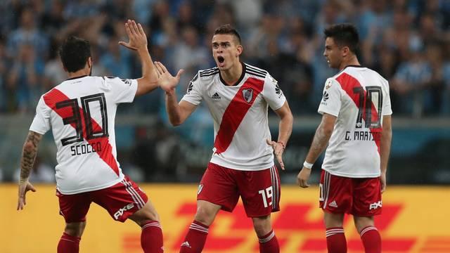 Argentinos comemoram gol de Borré