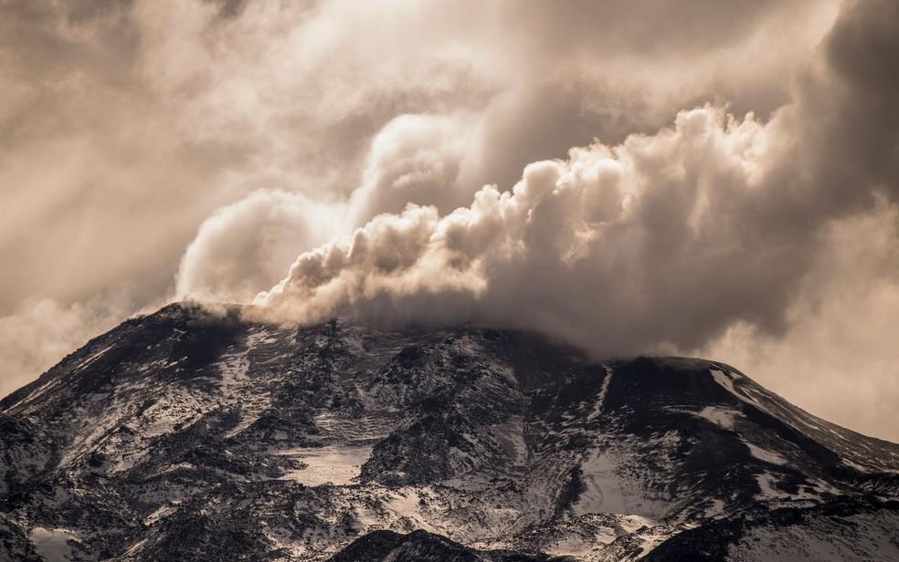 Vista do vulcão Nevados de Chillán, em Las Trancas, no Chile, em foto de 2018 — Foto: Martin Bernetti/AFP