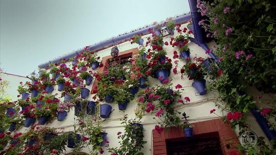 Festival de pátios floridos colore Córdoba, na região de Andaluzia