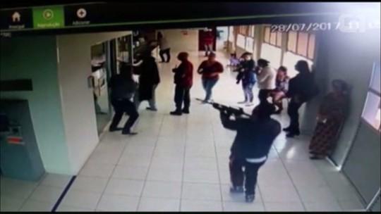 Com fuzis, três ladrões assaltam agência bancária na Prefeitura de Pontal do Paraná