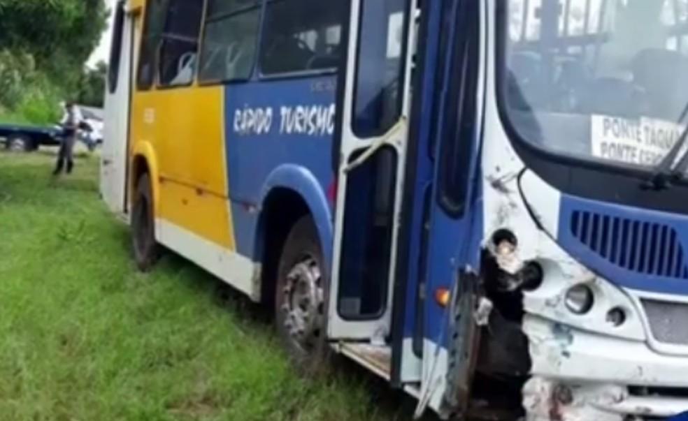 Foram registradas três ocorrências na polícia envolvendo ônibus do transporte coletivo em Piraju — Foto: Reprodução/TV TEM