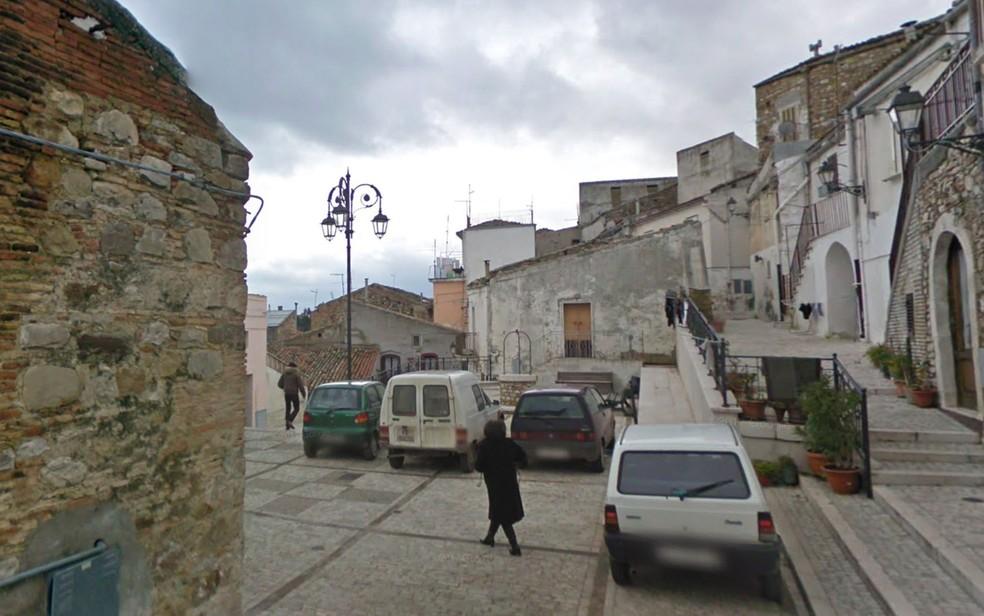 Vista da cidade de Candela, na Itália (Foto: Reprodução/Google Street View)