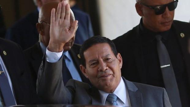 'O Brasil acredita firmemente que é possível devolver a Venezuela ao convívio democrático das Américas sem qualquer medida extrema', disse vice-presidente do Brasil, Hamilton Mourão, em reunião do Grupo de Lima, na Colômbia (Foto: ADRIANO MACHADO/REUTERS via BBC)