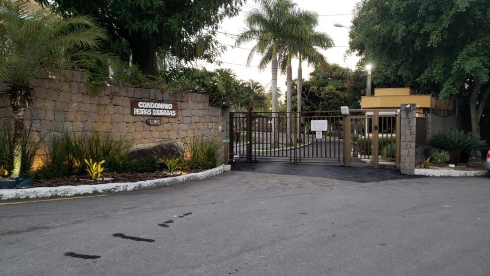 Agentes da PF foram cumprir mandado de busca em um condomínio no Anil — Foto: Reprodução/TV Globo