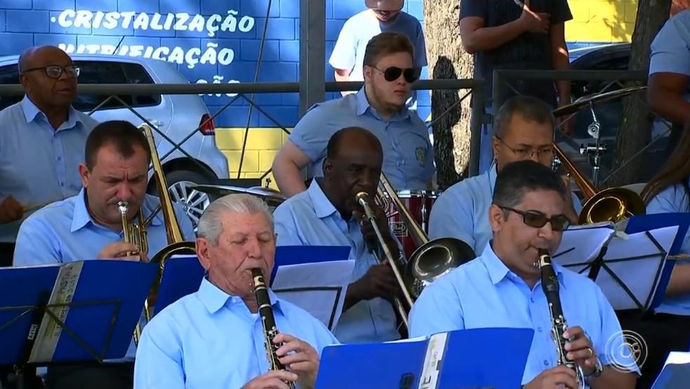 Hino Nacional foi tocado pela banda São João Batista — Foto: Reprodução/TV TEM