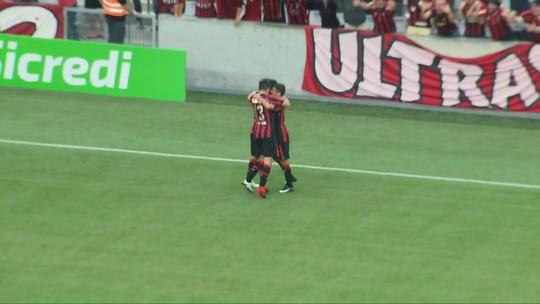 """Eduardo da Silva faz primeiro gol pelo Atlético-PR: """"Dá grande confiança"""""""