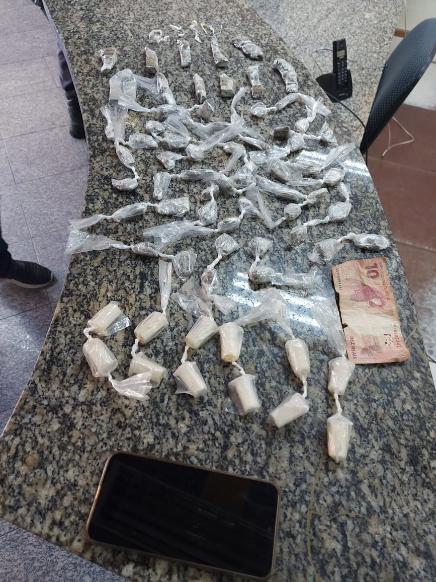 Adolescente é flagrado com crack, maconha e cocaína em Itatiaia