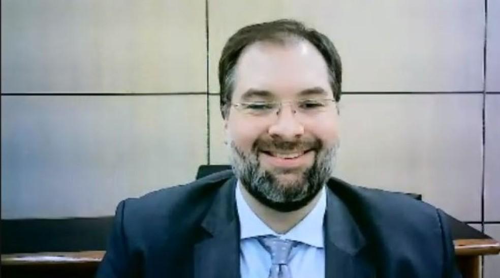 Presidente do Inep, Danilo Dupas Ribeiro, em evento por videoconferência no fim de 2020 — Foto: Abmes/Reprodução