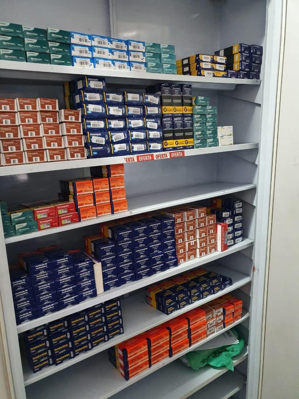 Policiais encontram farmácia em São Gonçalo sem autorização para prestar serviços — Foto: Divulgação