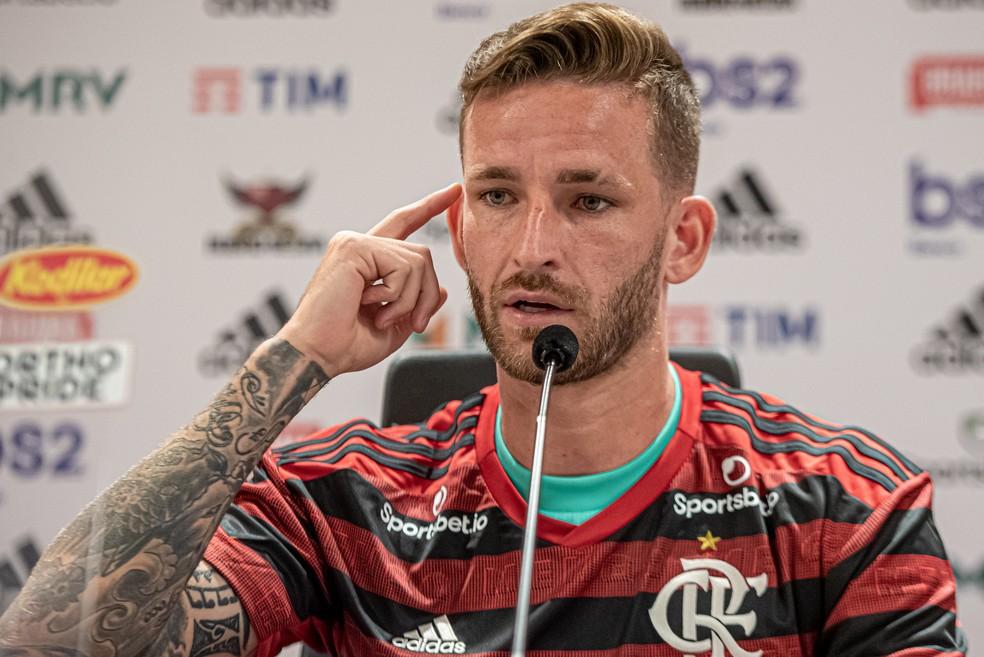 Léo Pereira durante apresentação no Flamengo — Foto: Paula Reis / Flamengo