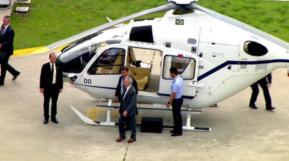 Temer deixa helicóptero após receber alta do hospital Sírio Libanês, em São Paulo (Foto: Reprodução/GloboNews)