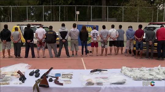 PM faz operações contra o tráfico de drogas na Região de Curitiba e prende dez policiais