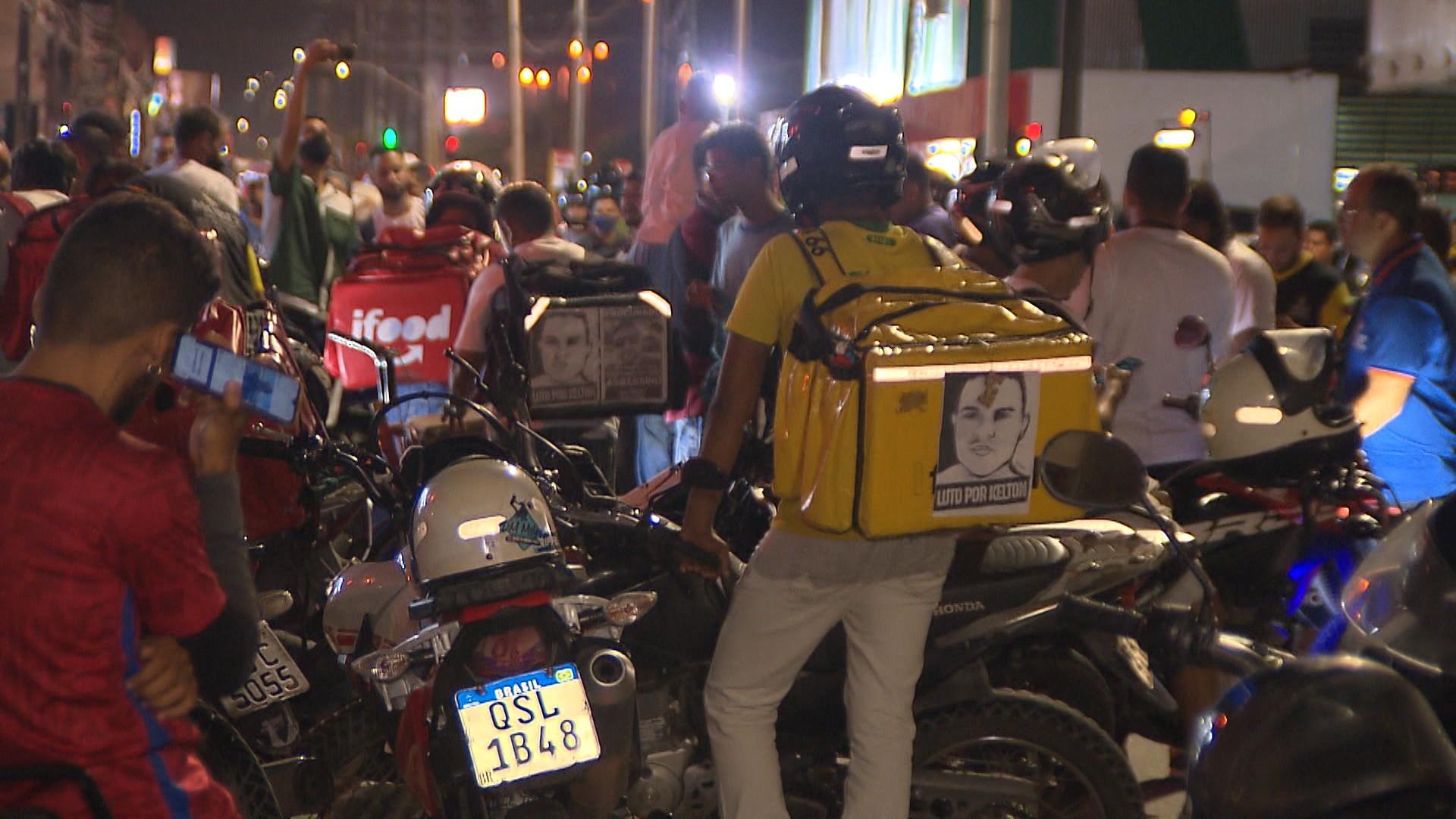 PM vai investigar policial de folga que sacou arma em protesto de motoboys em João Pessoa; VÍDEO