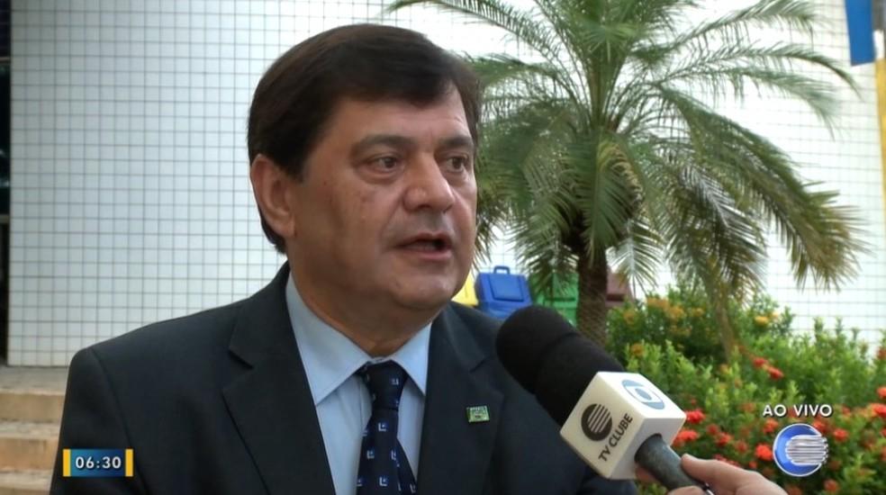 Assessor jurídico Marcos Patrício, da APPM, explica motivos da suspensão dos recursos de 57 prefeituras do Piauí (Foto: Reprodução/TV Clube)