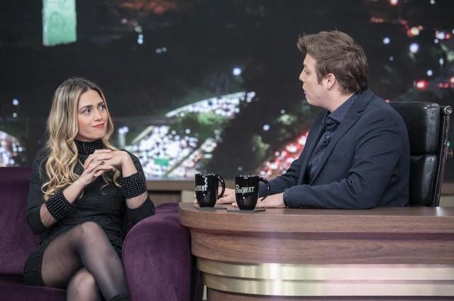 Fábio Porchat recebe Nadja Pessoa em seu programa (Foto: Edu Moraes / Record TV)
