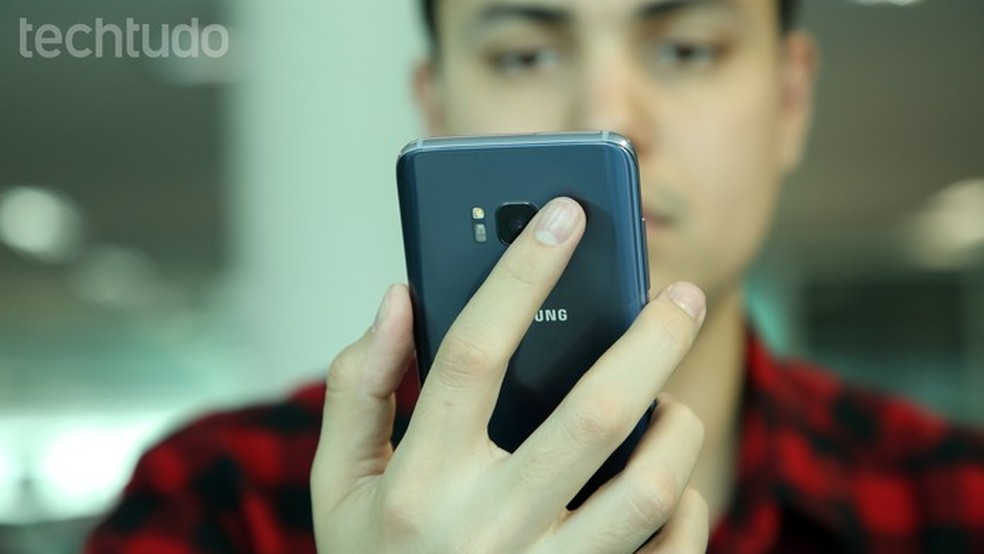 Galaxy S8 conta com câmera traseira de 12 megapixels (Foto: Luciana Maline/TechTudo)