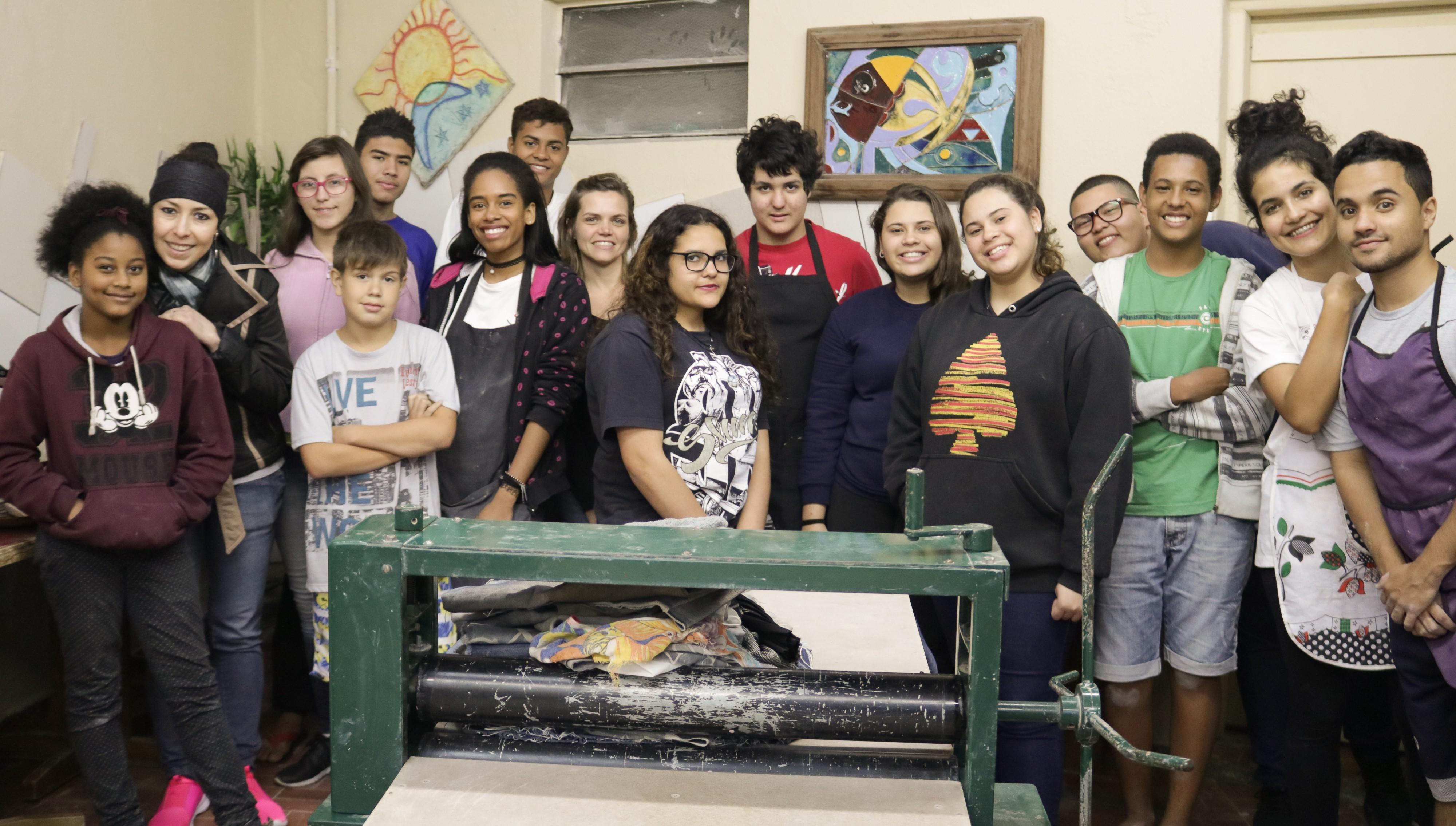 Projeto resgata jovens em situação de vulnerabilidade social através da cerâmica (Foto: Divulgação)