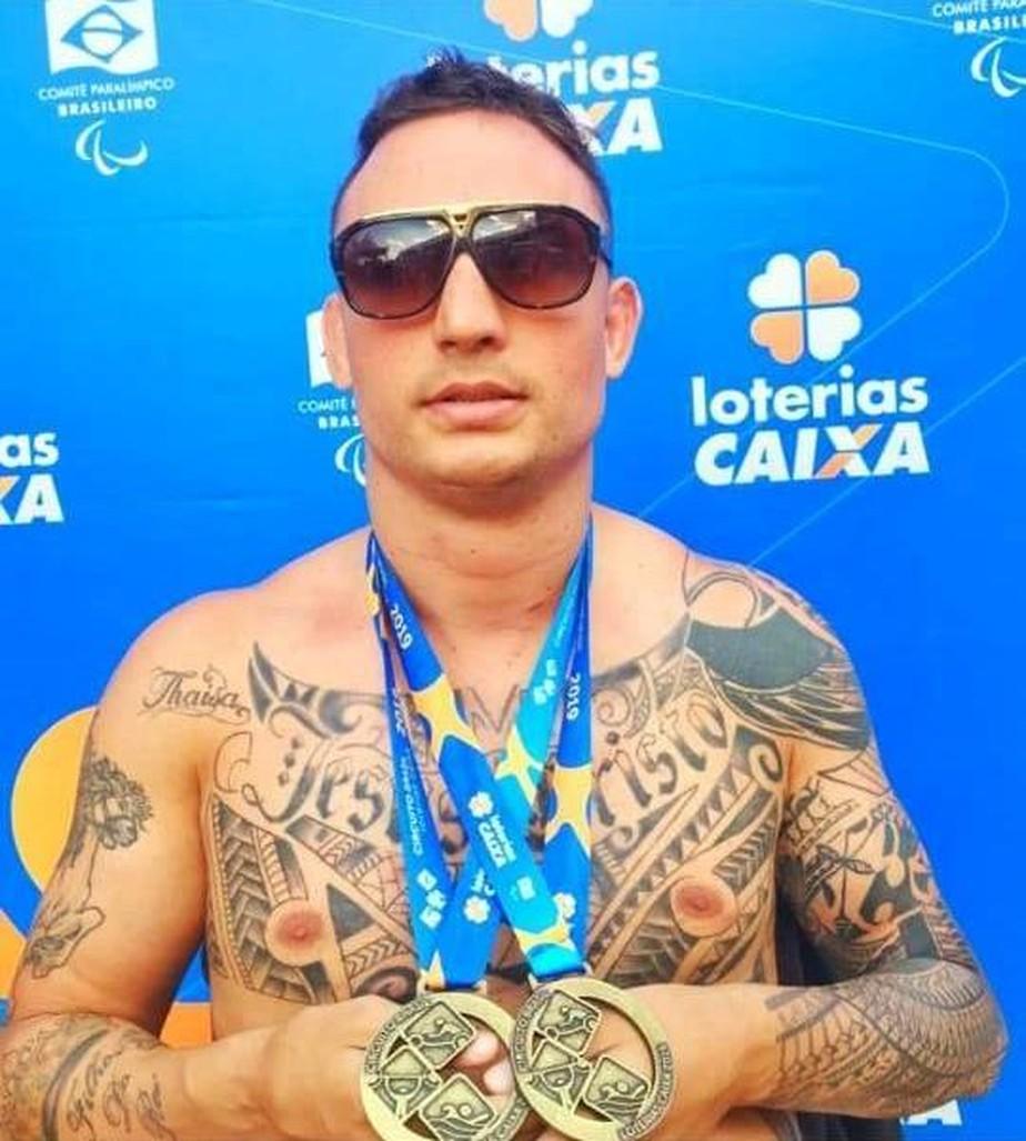 Após lesão cervical no MMA, atleta volta ao esporte na natação paralímpica e chama a atenção do CPB
