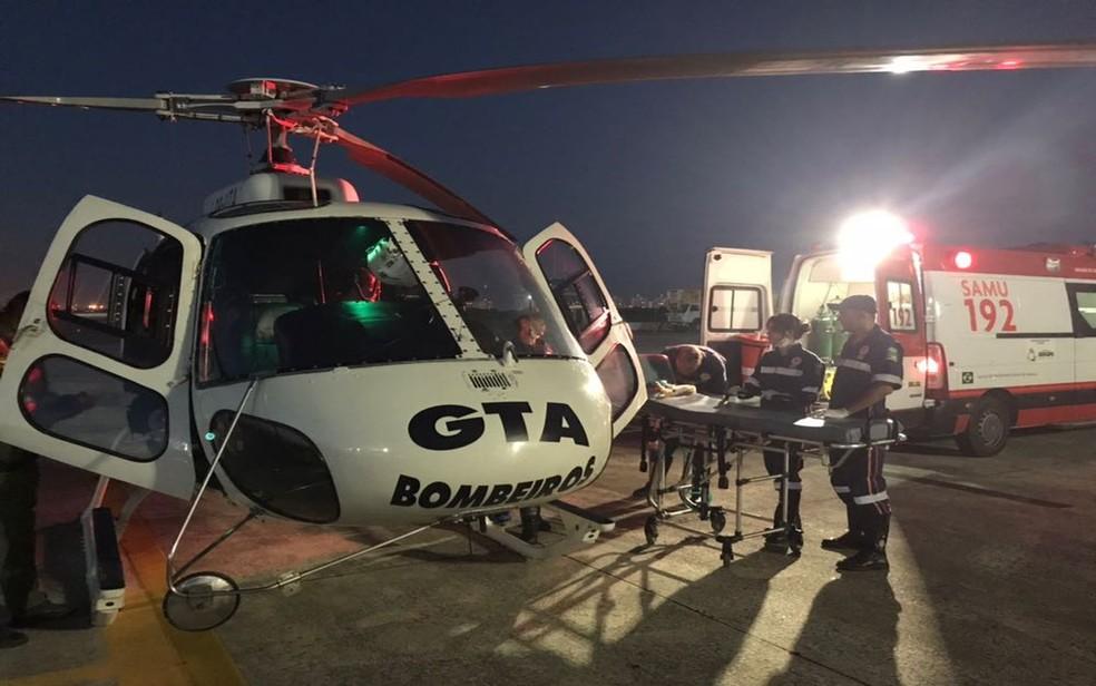 O helicópitero do Grupamento Tático Aéreo (GTA) ajudou no resgate das vítimas mais graves (Foto: GTA)