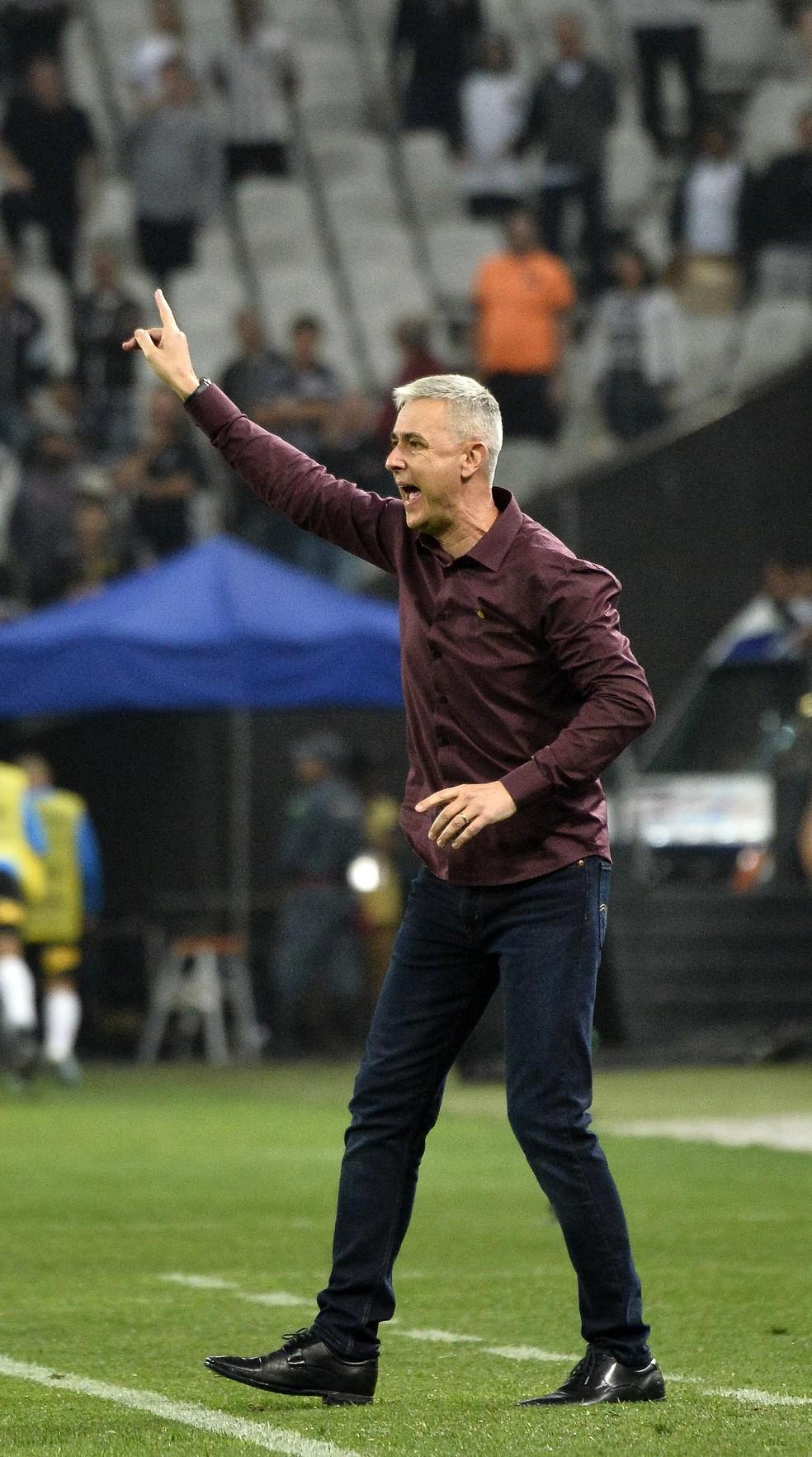 Tiago Nunes na Arena Corinthians: empate por 2 a 2 impressionou a diretoria do Corinthians — Foto: Marcos Ribolli