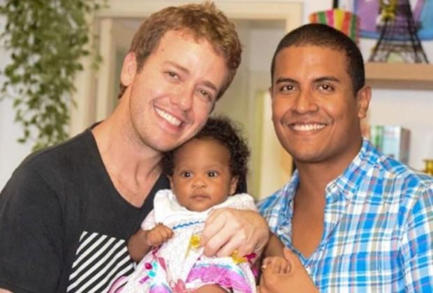 Pablo Sanábio ao lado do marido e da filha (Foto: Reprodução/Instagram)