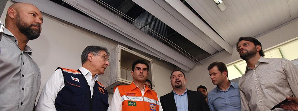 Governador Fernando Pimentel (PT) e os ministros Helder Barbalho  (PMDB) (no centro) e Alexandre Baldy (Pode) (à direita) visitam Ribeirão das Neves. (Foto: Manoel Marques/Governo de MG/Divulgação)