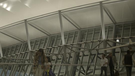 Arthur chega ao Uruguai e fica surpreso com a beleza do aeroporto