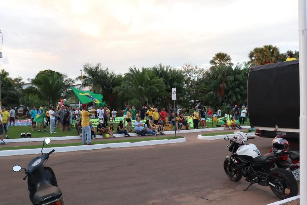GURUPI, 18h20: manifestantes fazem ato a favor do presidente no sul do Tocantins — Foto: Jairo Santos/TV Anhanguera