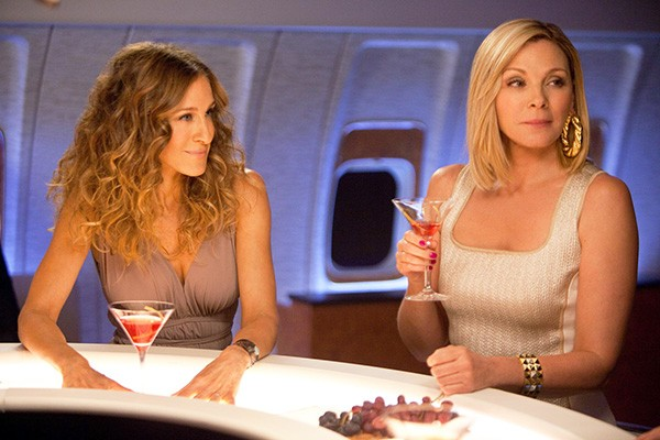Kim Cattrall e Sarah Jessica Parker em Sex and the City (Foto: Divulgação)