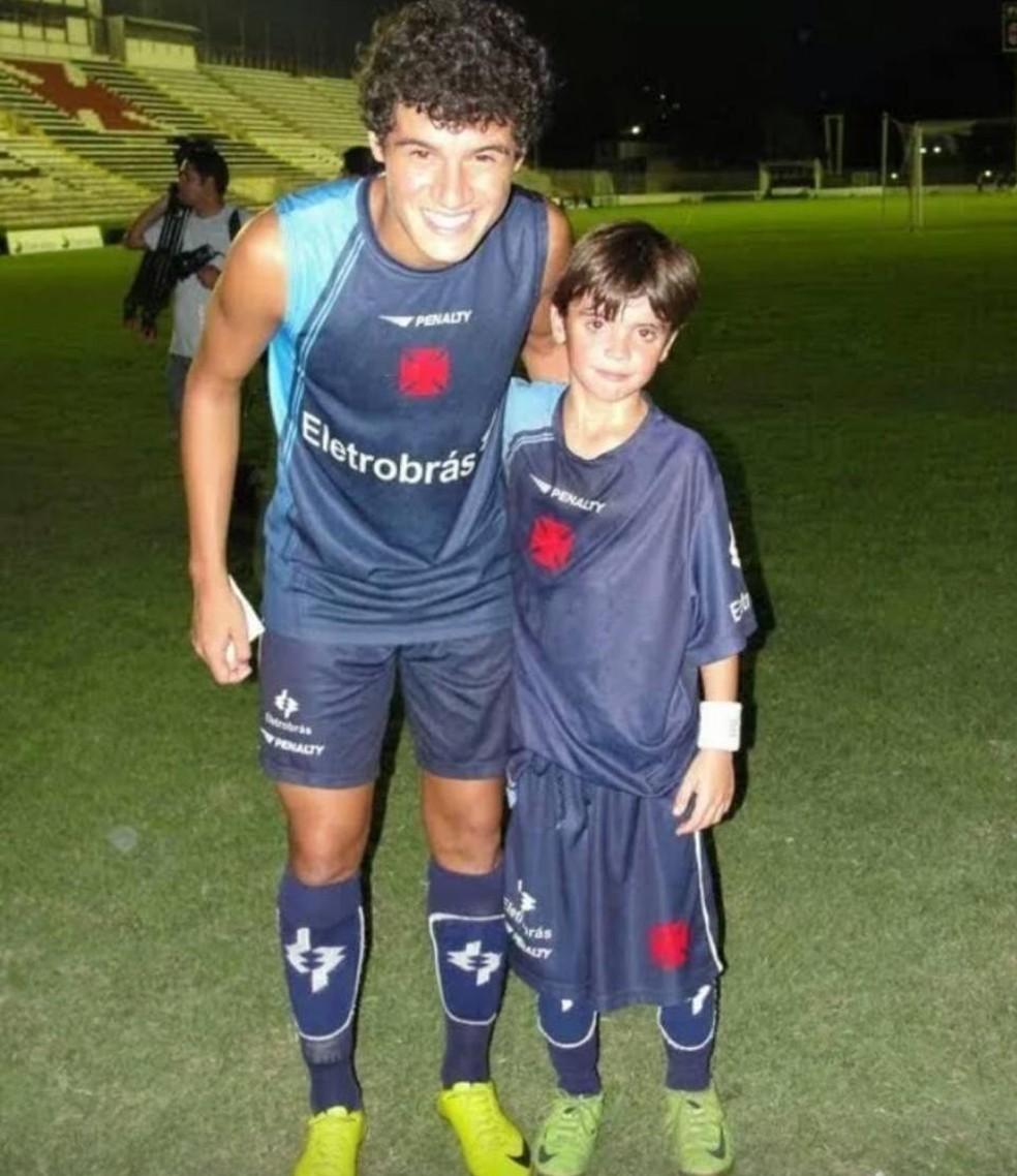 Pec conheceu Philippe Coutinho quando chegou ao Vasco, aos 8 anos e guarda o registro até hoje — Foto: Arquivo Pessoal