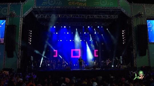Wallas Arrais canta sucessos no Encanta Ceará; veja na íntegra!