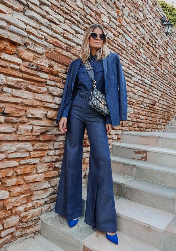 A calça flare segue como a preferida das brasileiras (Foto: Instagram / Thássia Naves)