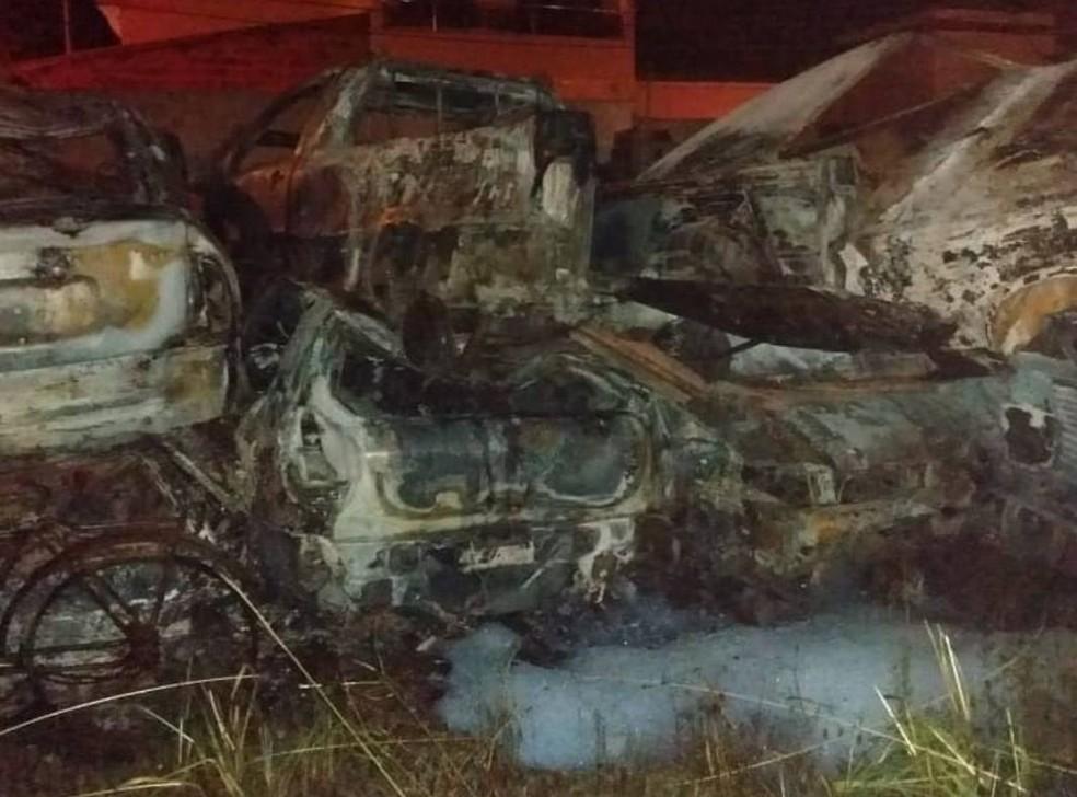 Homem incendeia viaturas da Guarda Civil Municipal no sudoeste da Bahia; não houve feridos — Foto: Foto: Corpo de Bombeiros