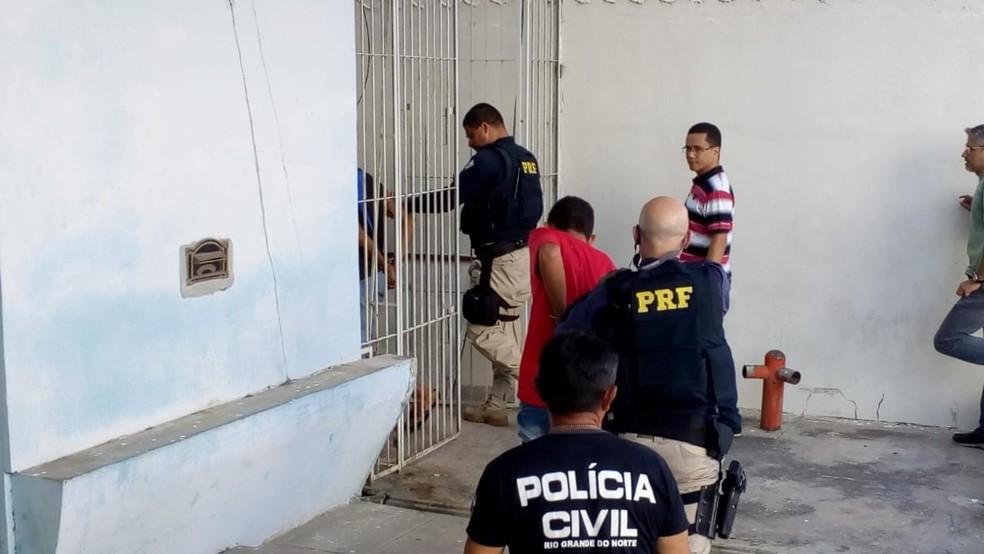 Irmãos suspeitos confessaram o crime — Foto: Hugo Andrade/Inter TV Costa Branca