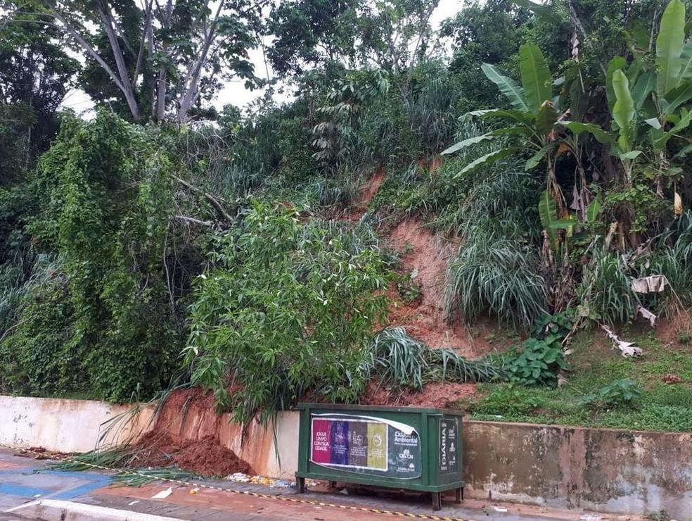 Chuva causou desizamento de terras em Cruzeiro do Sul, interior do Acre — Foto: Corpo de Bombeiros/Divulgação