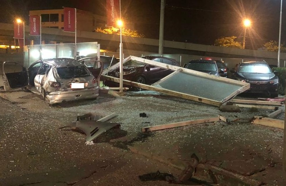 De acordo com informações da Brigada Militar, quatro pessoas ficaram feridas. — Foto: Matheus Felipe/RBS TV