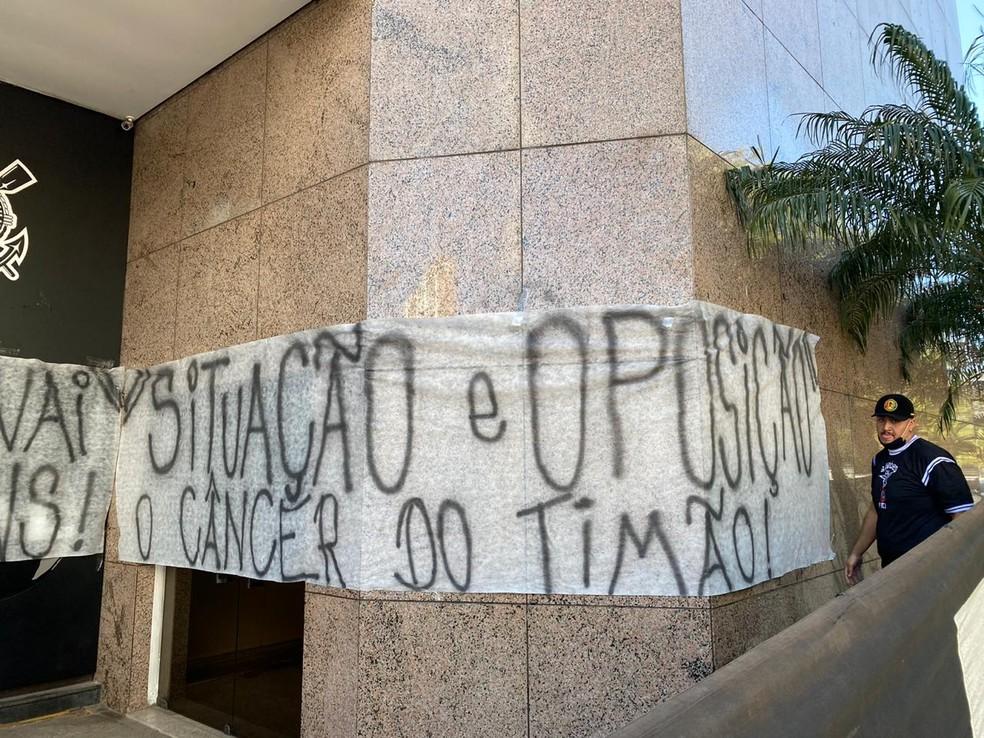Torcedores dizem que protesto não tem viés político — Foto: Bruno Cassucci
