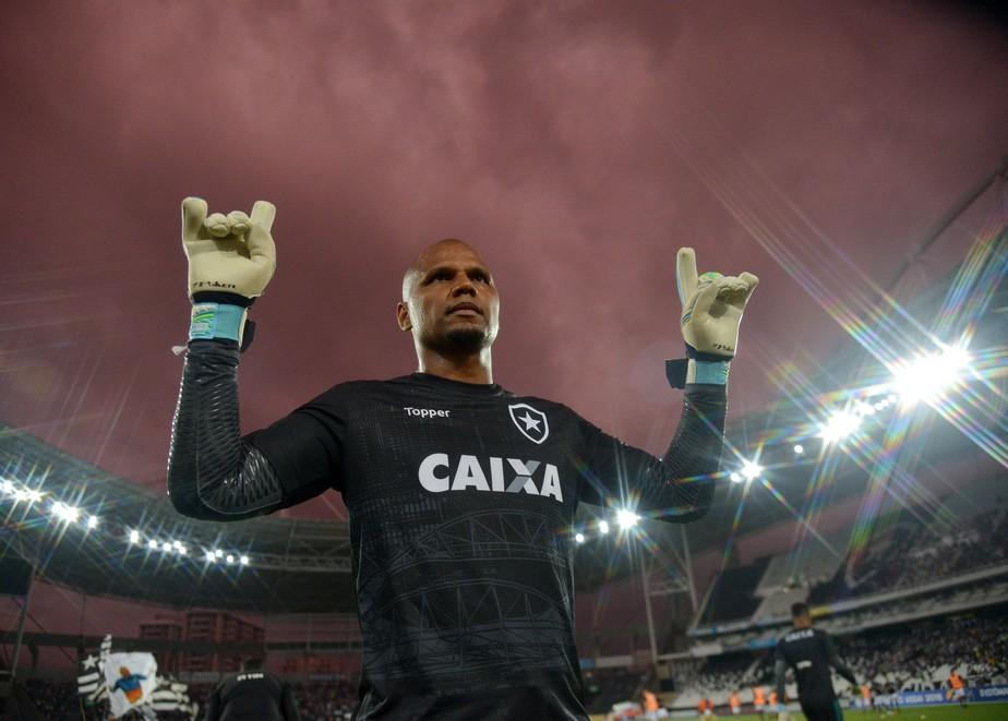 c67db3d167 Gigantes também choram  no dia do adeus ao Botafogo